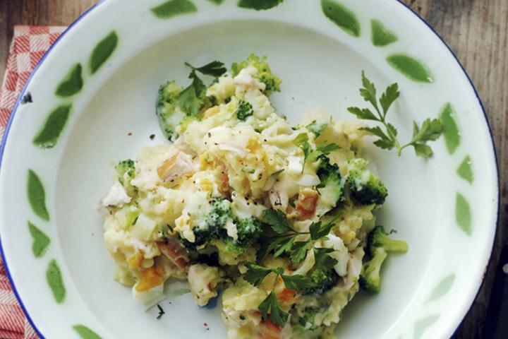 Broccolistamppot met kip en kaas