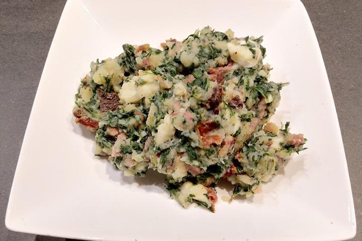 Stamppot spinazie met mozzarella en zongedroogde tomaatjes